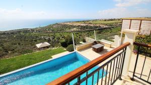 Front-Line Luxury Villa 259